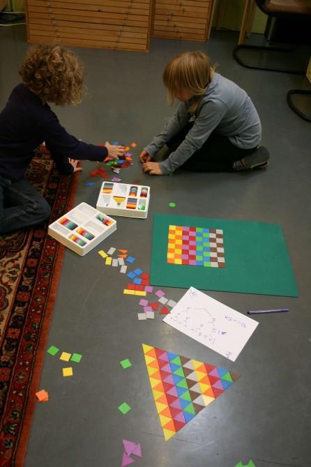 Geometrisches Spiel mit Farben (3)