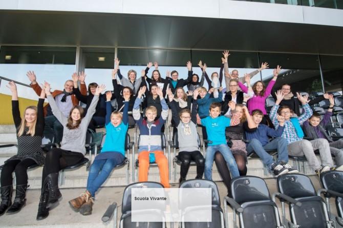 Gruppenbild auf der Tribuene - Scuola Vivante